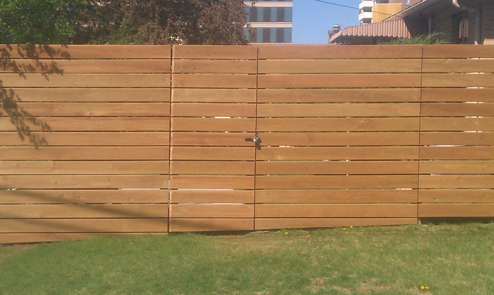 horizontal pickets fence